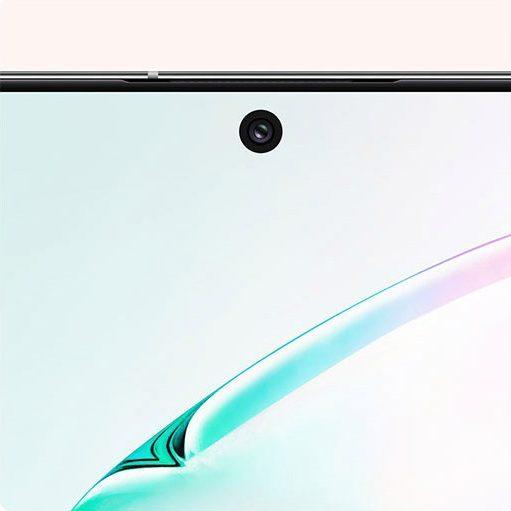 Дисплей Samsung Infinity прерывается только небольшим вырезом для селфи-камеры в верхней части экрана.