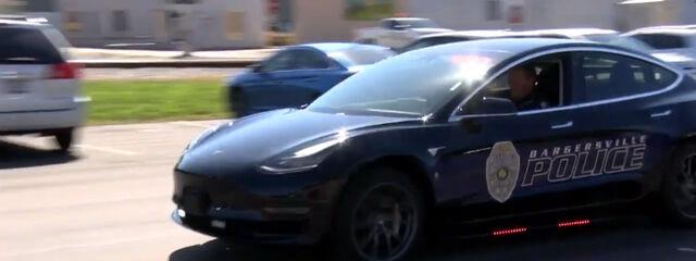Первая полицейская машина на базе Tesla Model 3