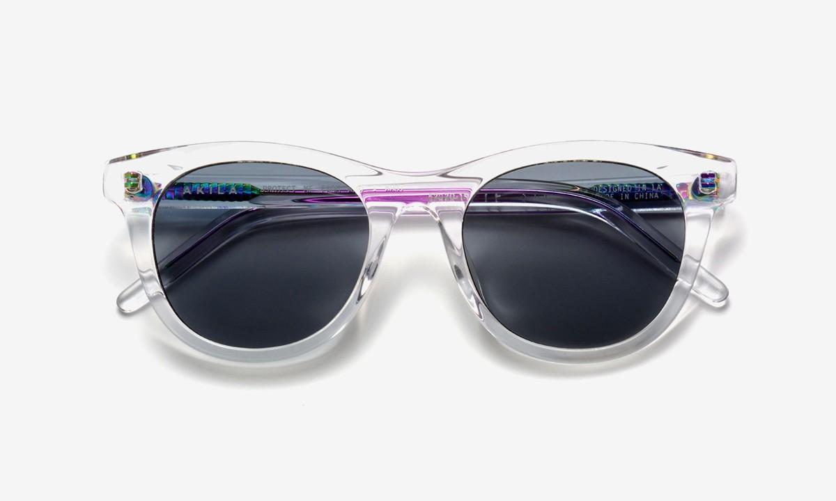 AKILA надевает новый радужный спин на солнцезащитные очки Studio