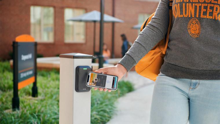 Apple принести бесконтактный студенческий билет на iPhone и Apple Watch к большему количеству университетов 1