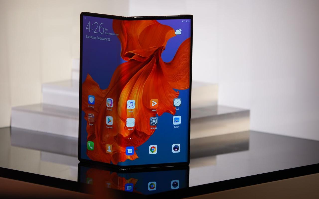 Складной телефон Huawei Mate X 5G все еще появится в следующем месяце