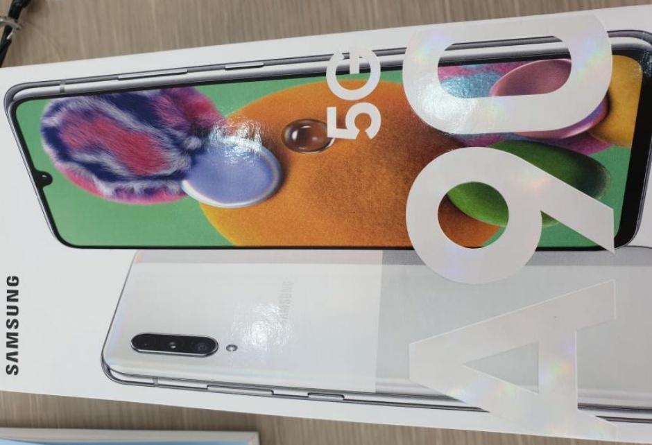 Недорогой телефон Samsung 5G ломается от утечек промо-видео и розничной упаковки