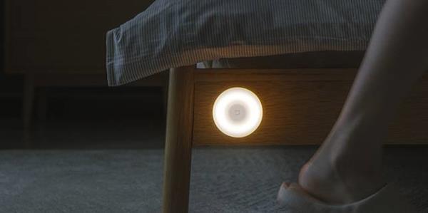 Этот свет Xiaomi идеален: он стоит всего 10 €, имеет инфракрасный датчик и батарея работает до 15 месяцев. 2