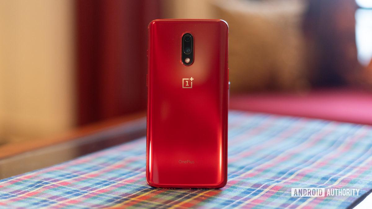 OnePlus 7 красная задняя панель