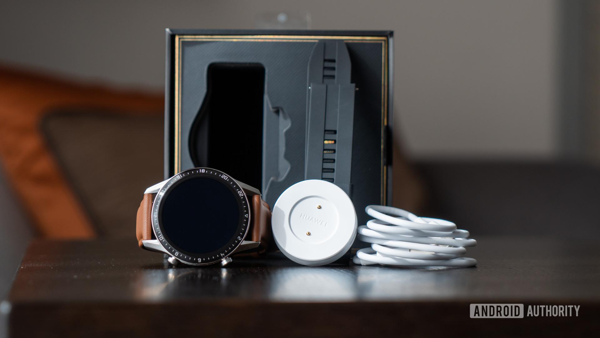 Содержимое Huawei Watch GT 2 вылилось из коробки