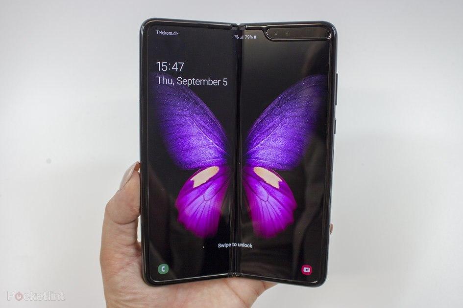 Samsung призывает к осторожности для новых Galaxy Fold  владельцы