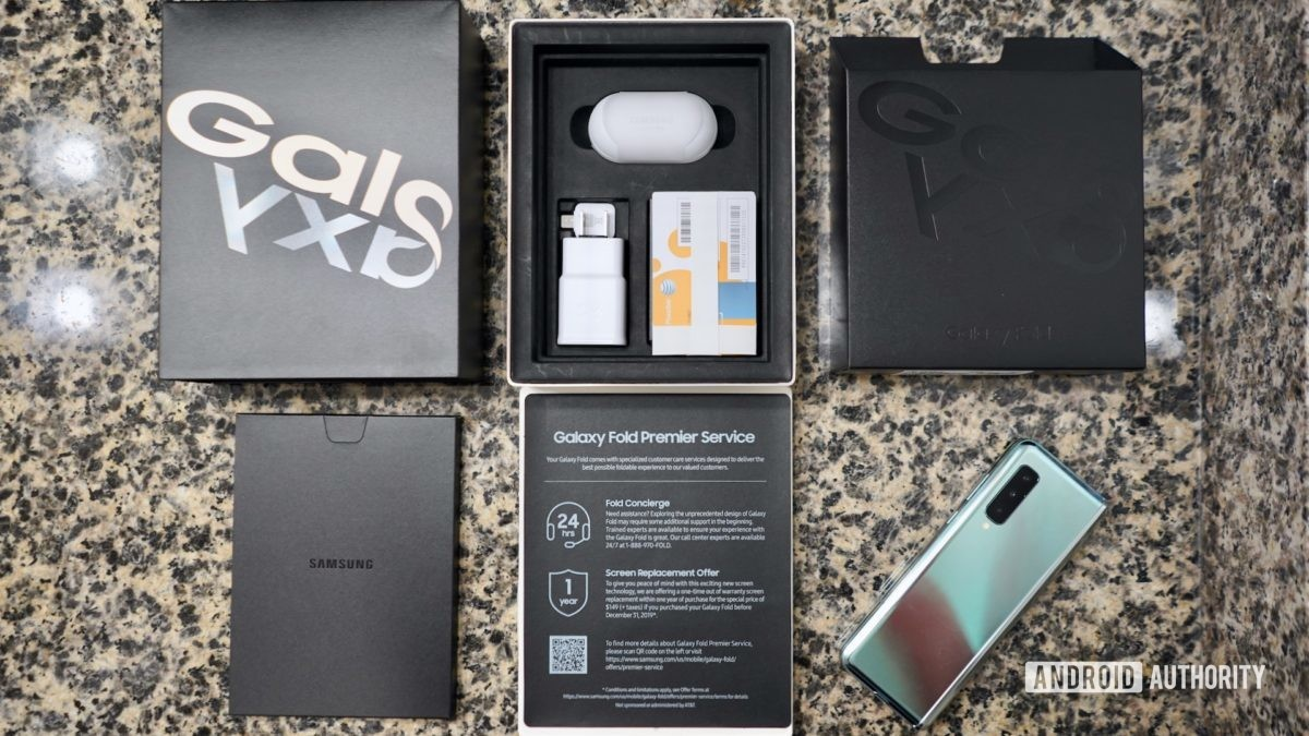 Samsung Galaxy Fold  обзор, что в коробке