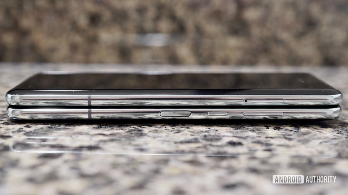 Samsung Galaxy Fold  просмотреть боковые элементы управления