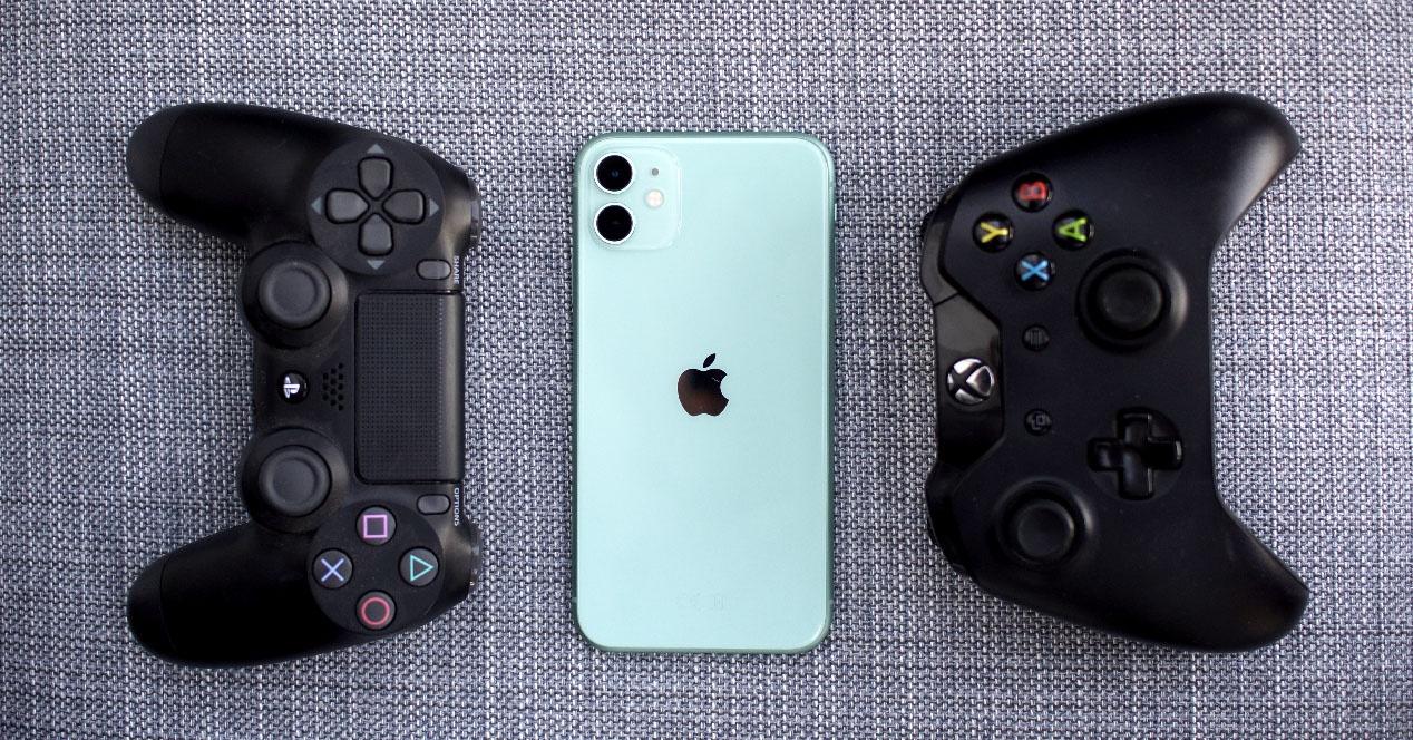Как использовать PS4 и Xbox One контроллер на iPhone