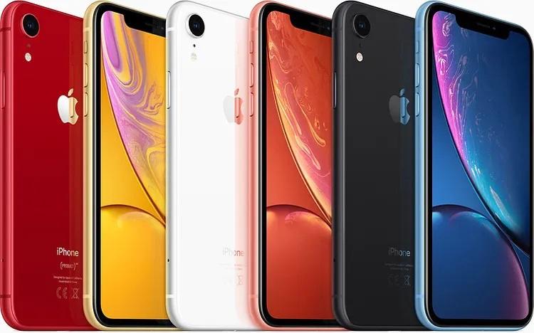 Передний и задний iPhone XR в разных цветах