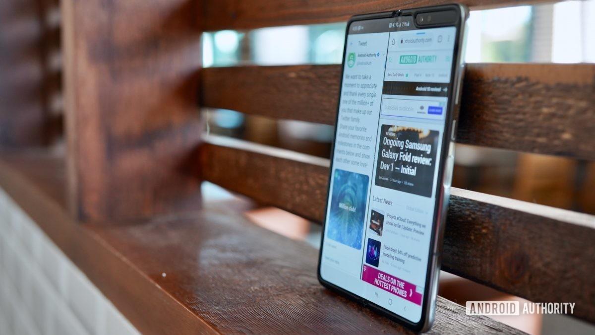 Samsung Galaxy Fold  Обзор открыт в покое