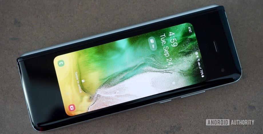 Текущий Samsung Galaxy Fold  обзор: день 2 - знакомство с Fold