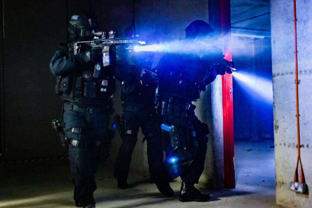 Facebook дает полицейским камеры в Великобритании для обучения систем искусственного интеллекта, которые выслеживают скрепки