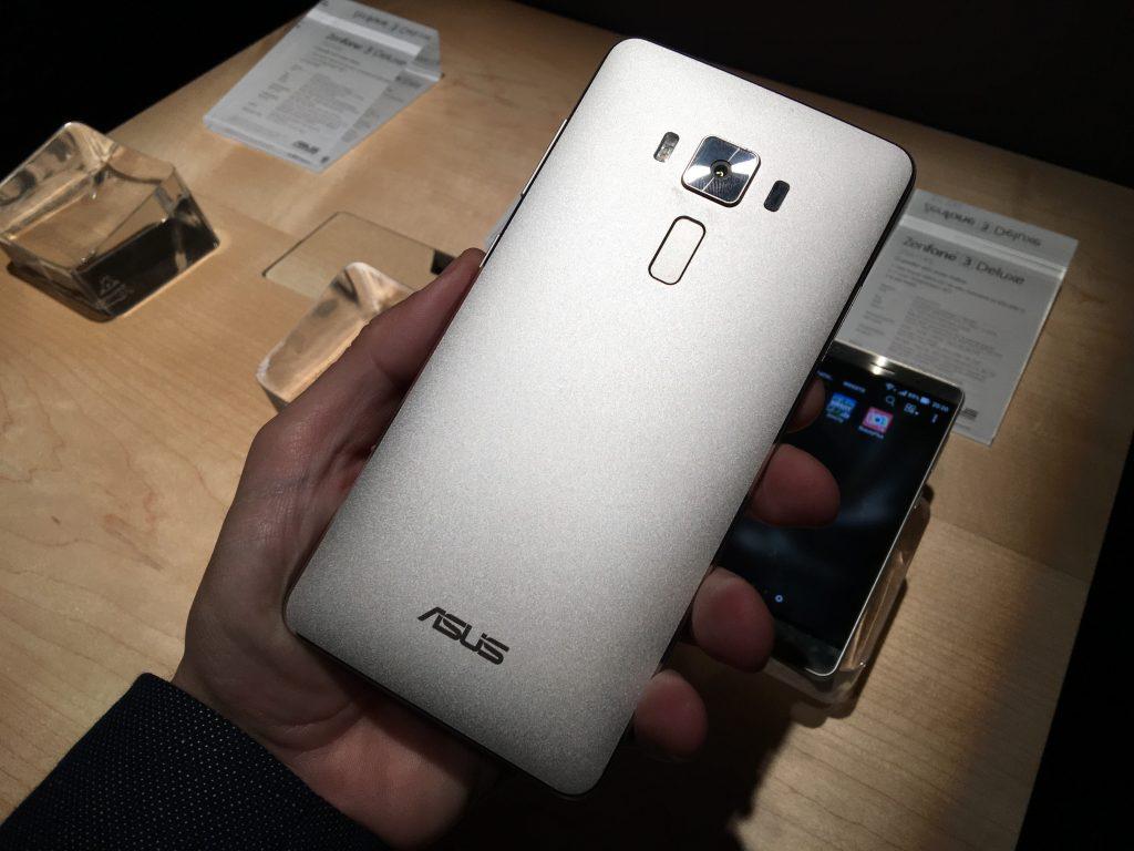5 минут с Asus Zenfone 3 Deluxe [Video]