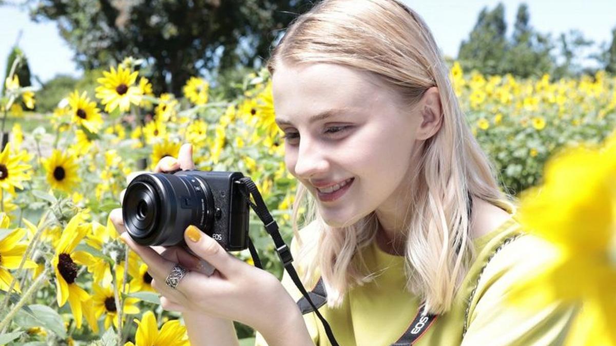 Canon анонсирует системную камеру EOS M200 с удобными функциями 1