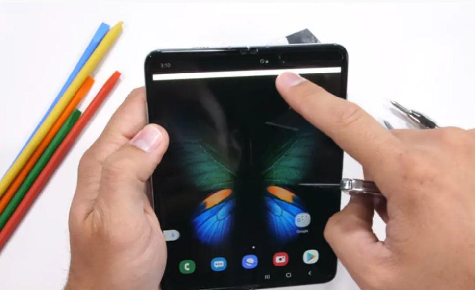 Samsung Galaxy Fold  Samsung не проходит тест на царапины и песок, Samsung выдает инструкции по уходу
