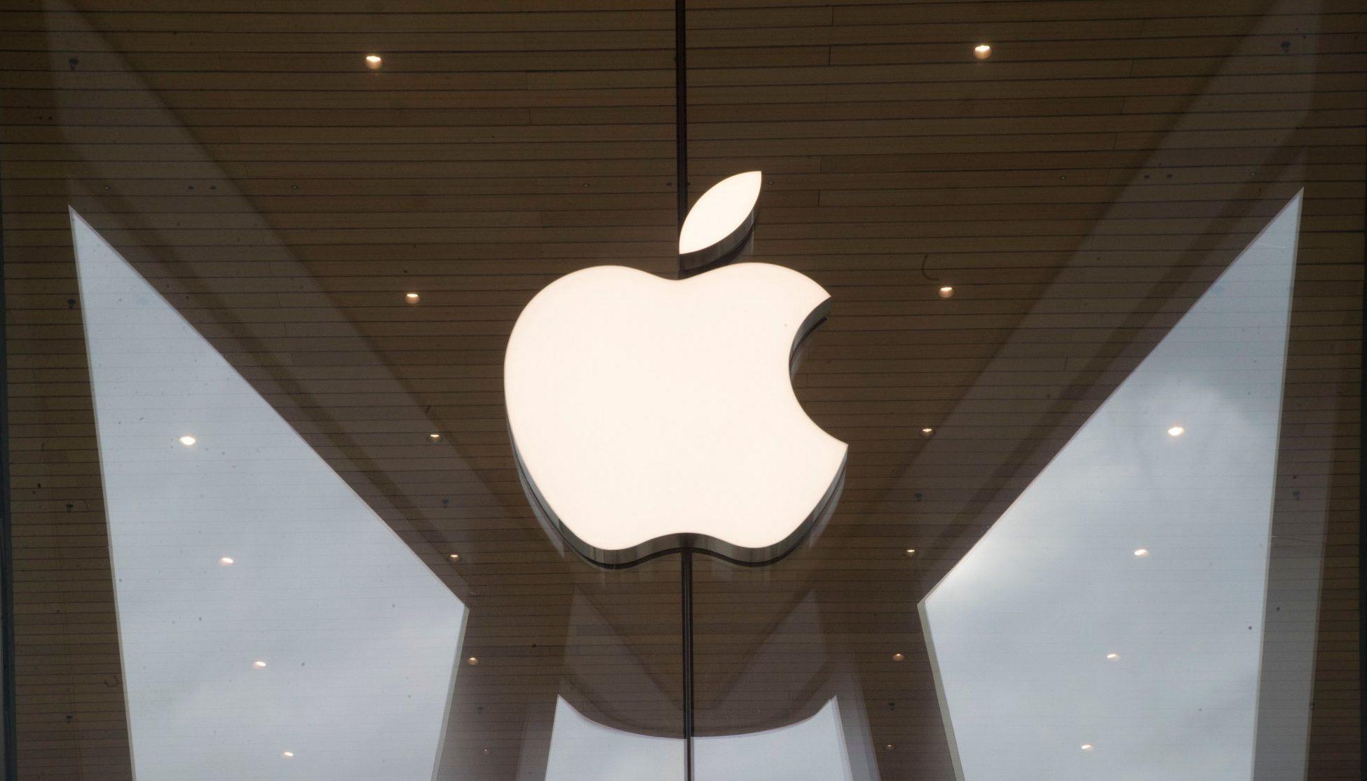 iPhone все еще работает после падения с самолета и проведя 13 месяцев на земле в Исландии