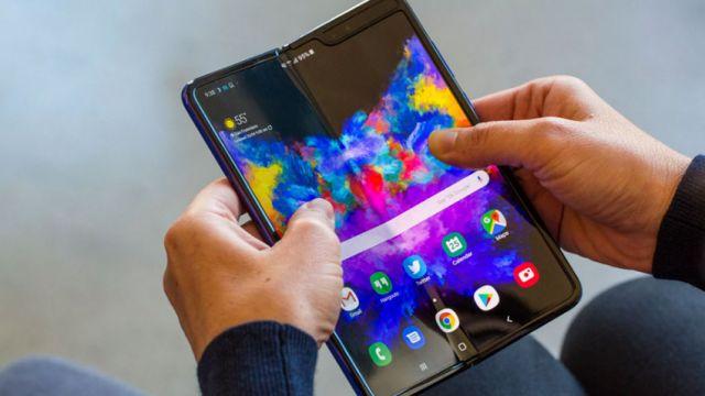 от Samsung Galaxy Fold  Предложение по облегчению замены экрана