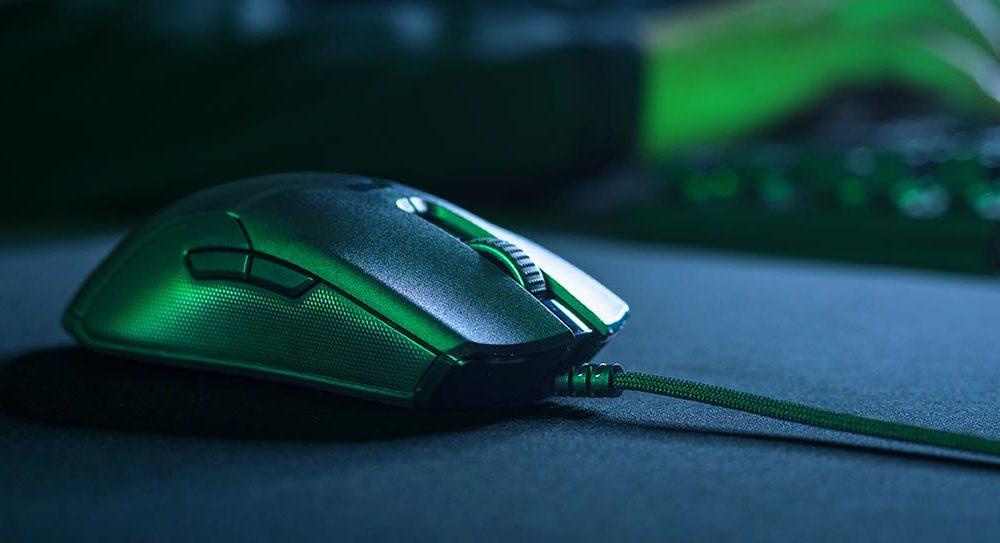 Двусторонняя игровая мышь Razer Viper имеет оптический переключатель